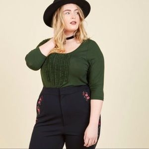 Modcloth Chic Composition Ruffled Top in Basil
